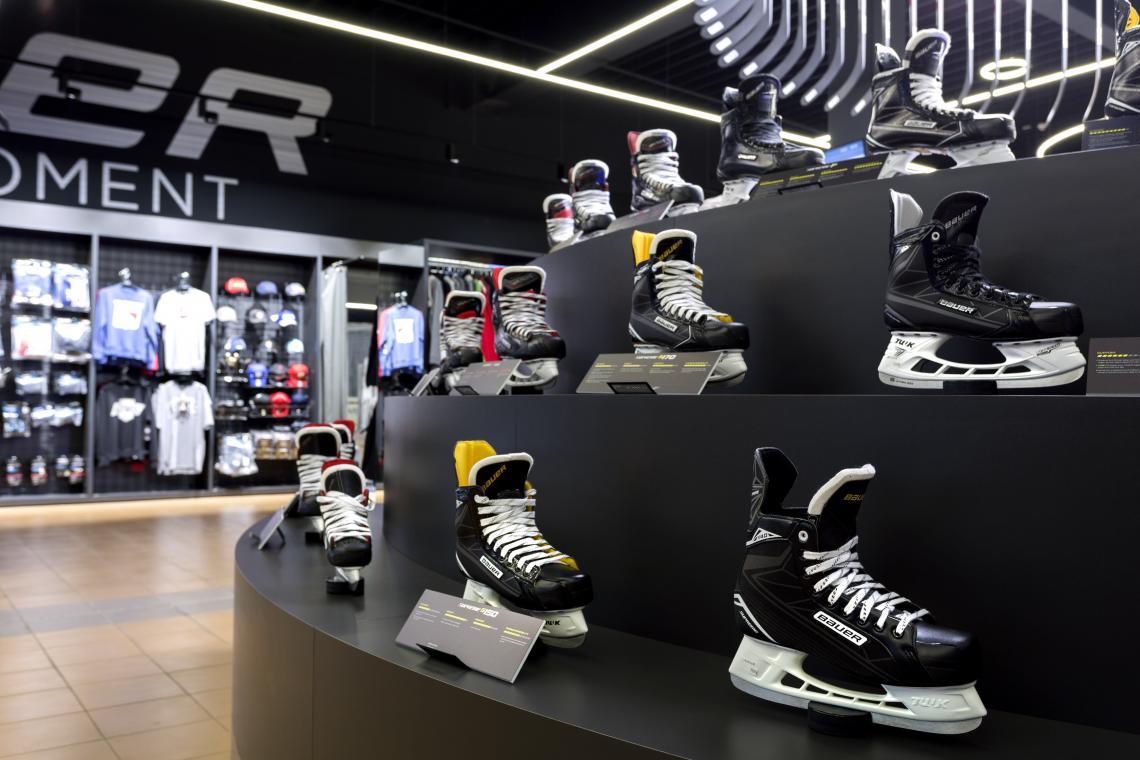 uusia kuvia paras aito paras laatu Bauer hockey equipment store, SC Danubia, Bratislava ...